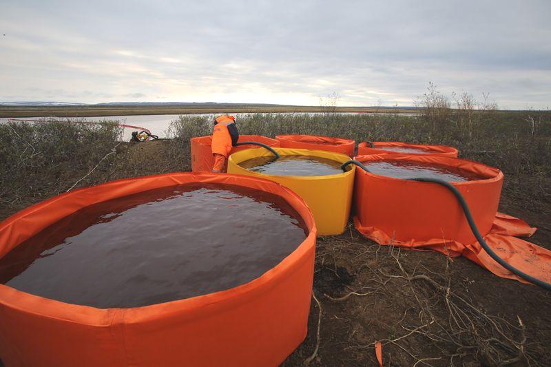Собранные нефтепродукты будут утилизированы. Ведется жесткий учет, чтобы понять, сколько нефтепродуктов собрано