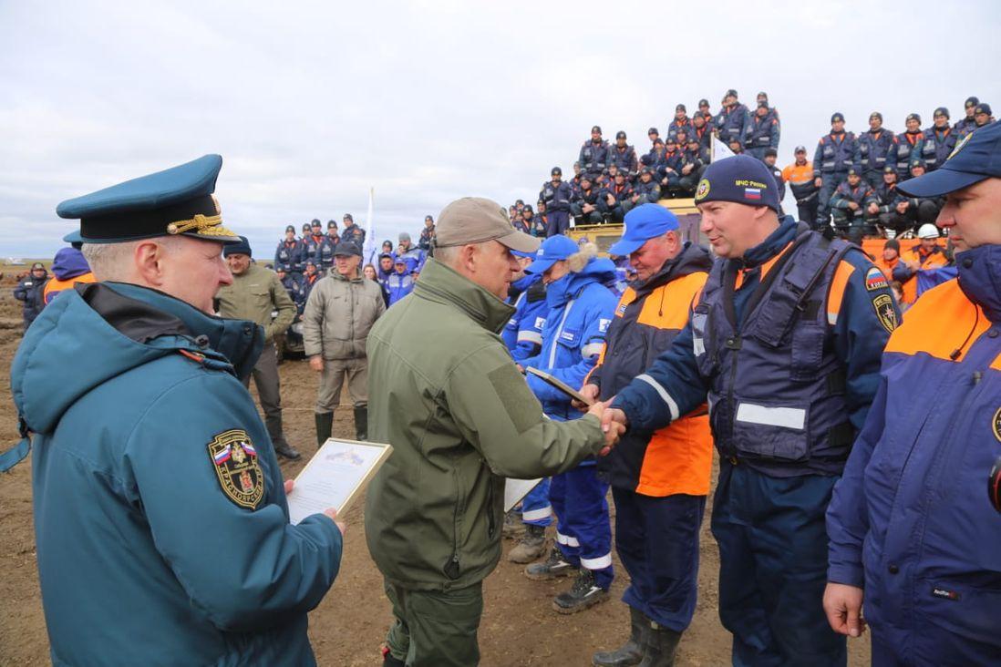 Глава МЧС России Евгений Зиничев поблагодарил спасателей за работу