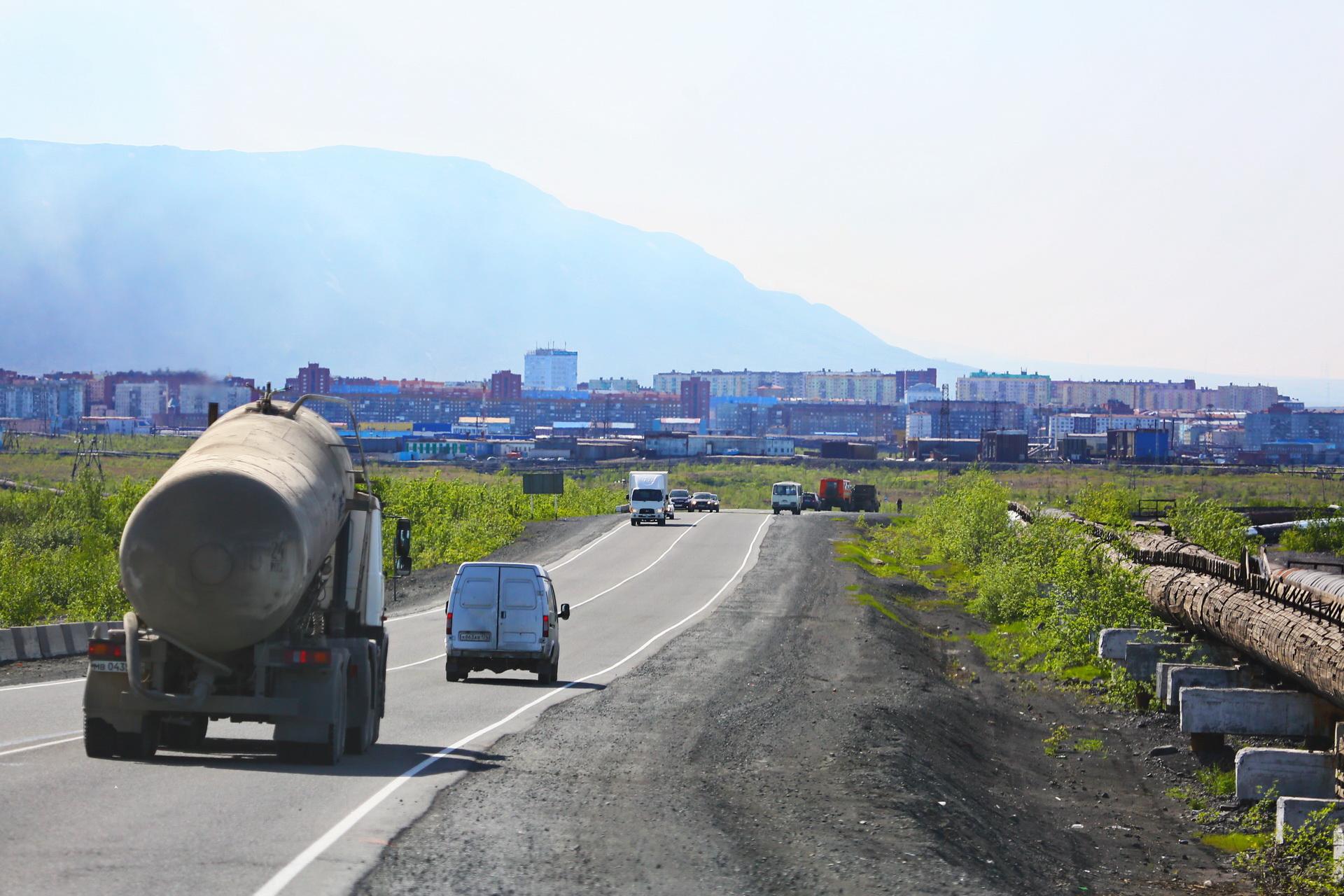 Опоры освещения монтируют на автодорогах Норильск–Талнах и Норильск–Алыкель