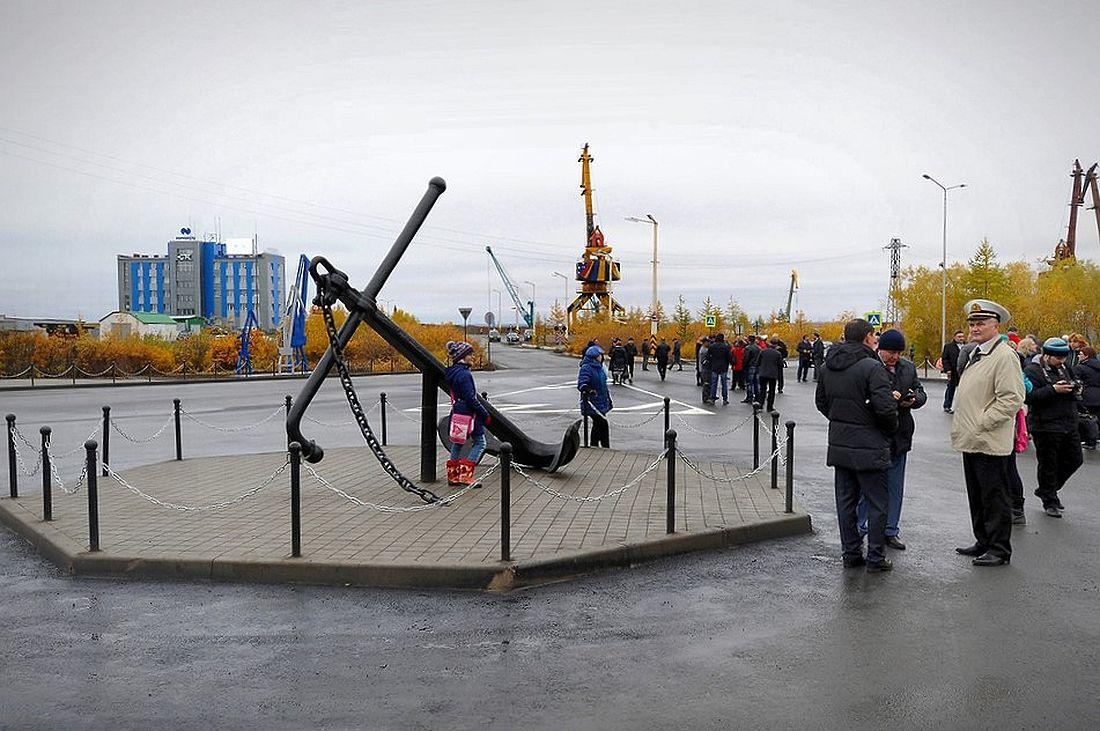 Площадь Портовиков в Дудинке