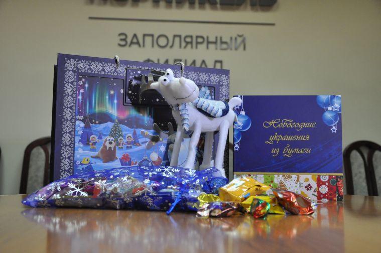 """Новогодние подарки получат все дети работников филиалов и РОКС компании """"Норникель"""""""