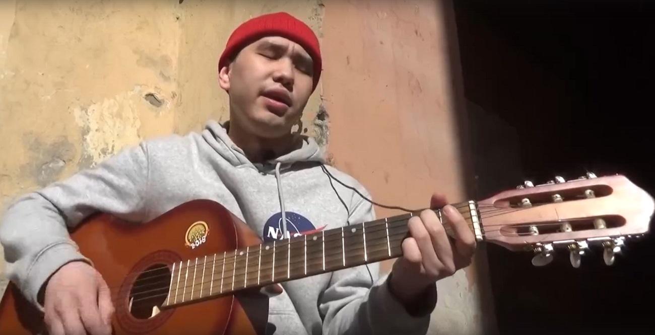 Житель Дудинки покоряет интернет-конкурс каверов «Поющие голоса»