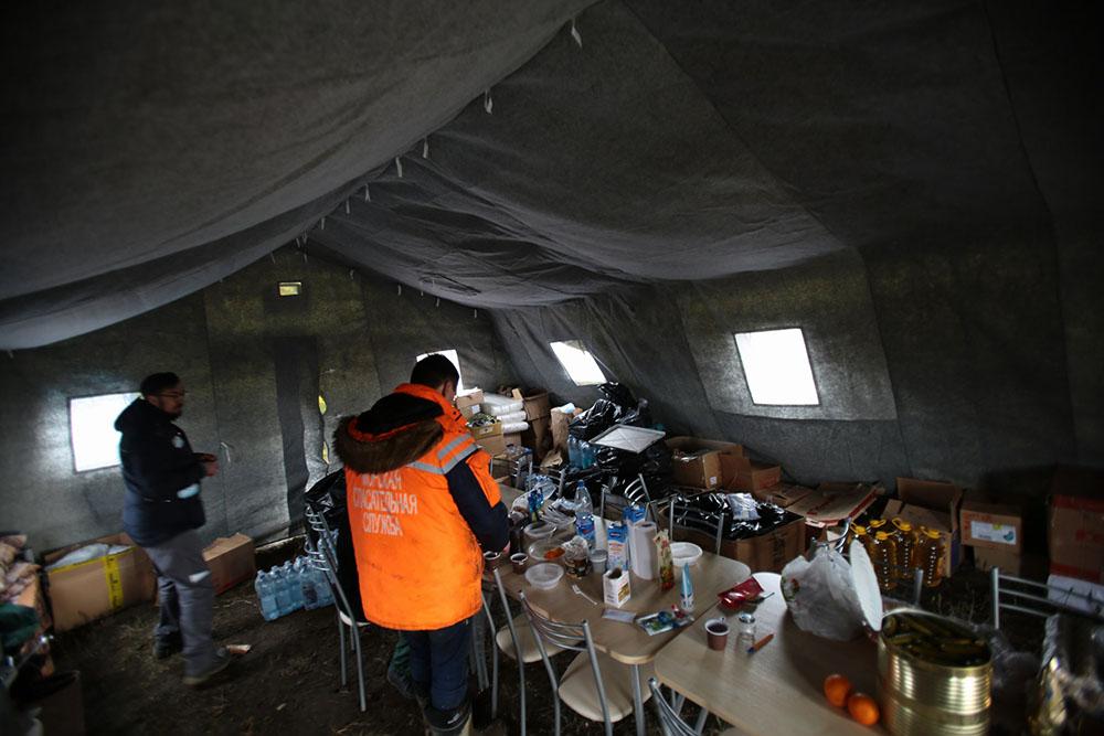 Полевой палаточный лагерь – привычные условия жизни для спасателей