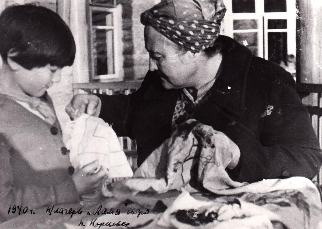 На Ламу Царева сопровождала детей в статусе пионервожатой
