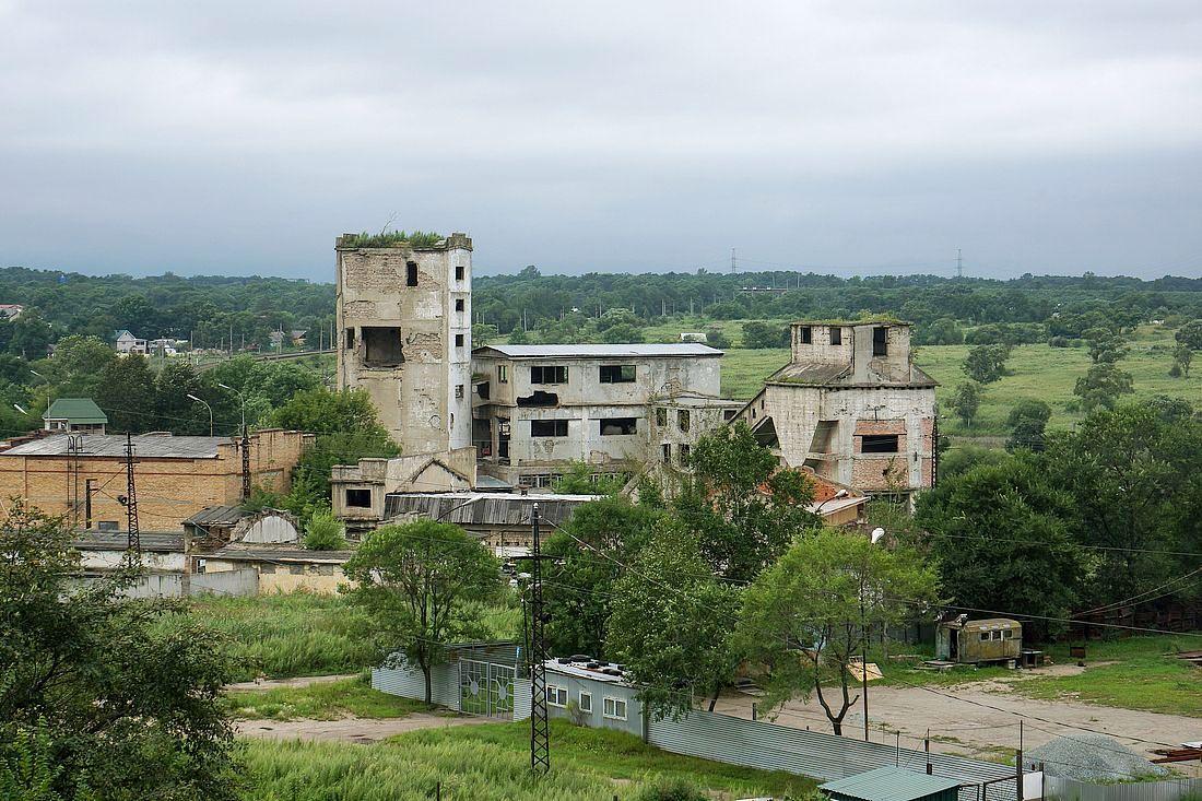 Одна из заброшенных угольных шахт на окраине Артема