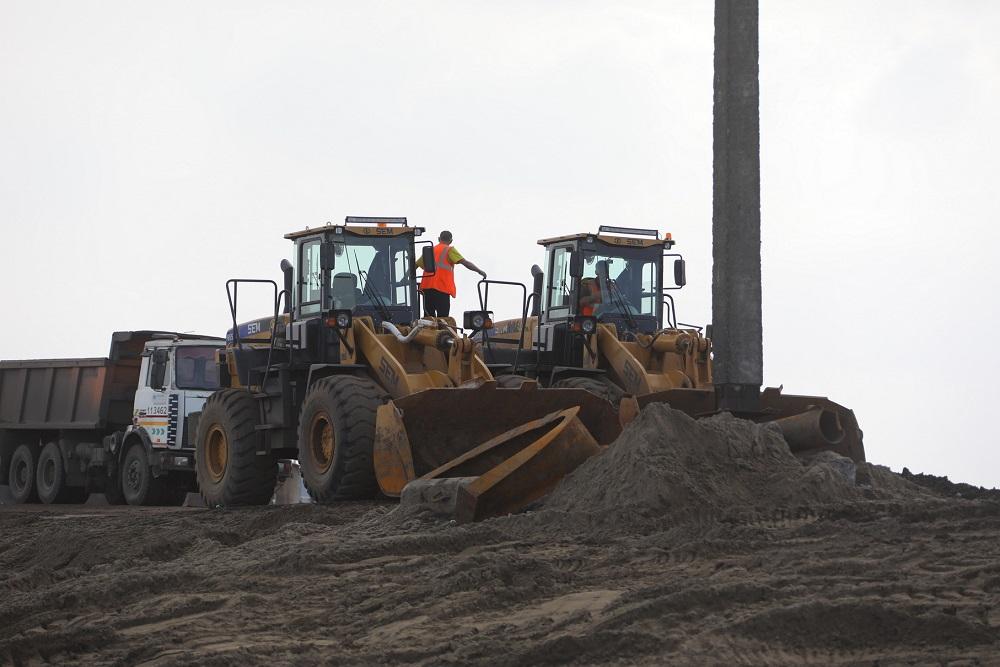 За минувшие сутки в места складирования на территории ТЭЦ-3 вывезли 7 121 тонну грунта