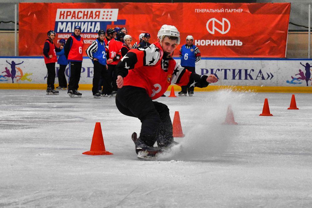 Норильские судьи по хоккею сдали нормативы