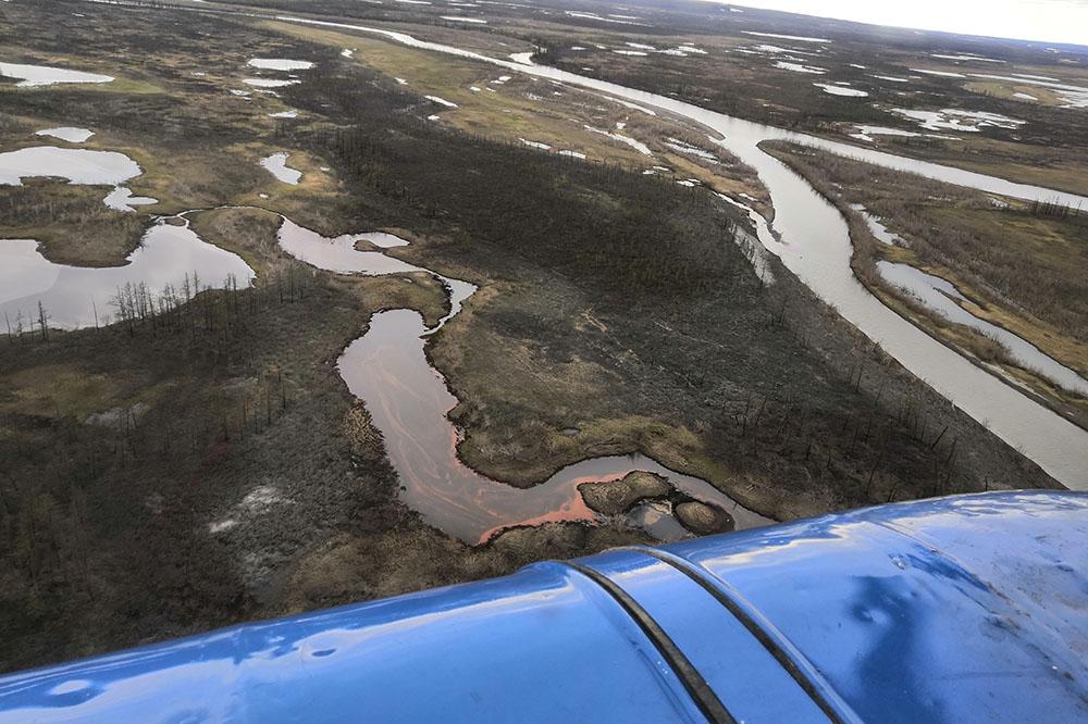 Облет водных объектов, в которые попало топливо с ТЭЦ-3