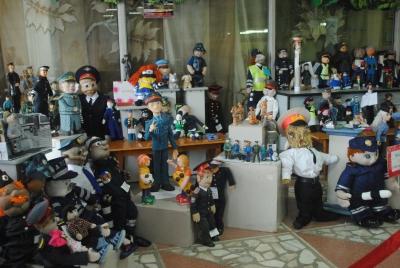 Игрушечные полицейские, сделанные руками юных таймырцев, представлены на выставке в краевом центре