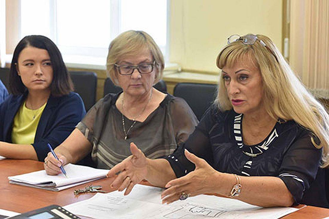 Маргарита Реброва с Ниной Петрухиной и Еленой Панкратовой на совещании в «Норильскпроекте»