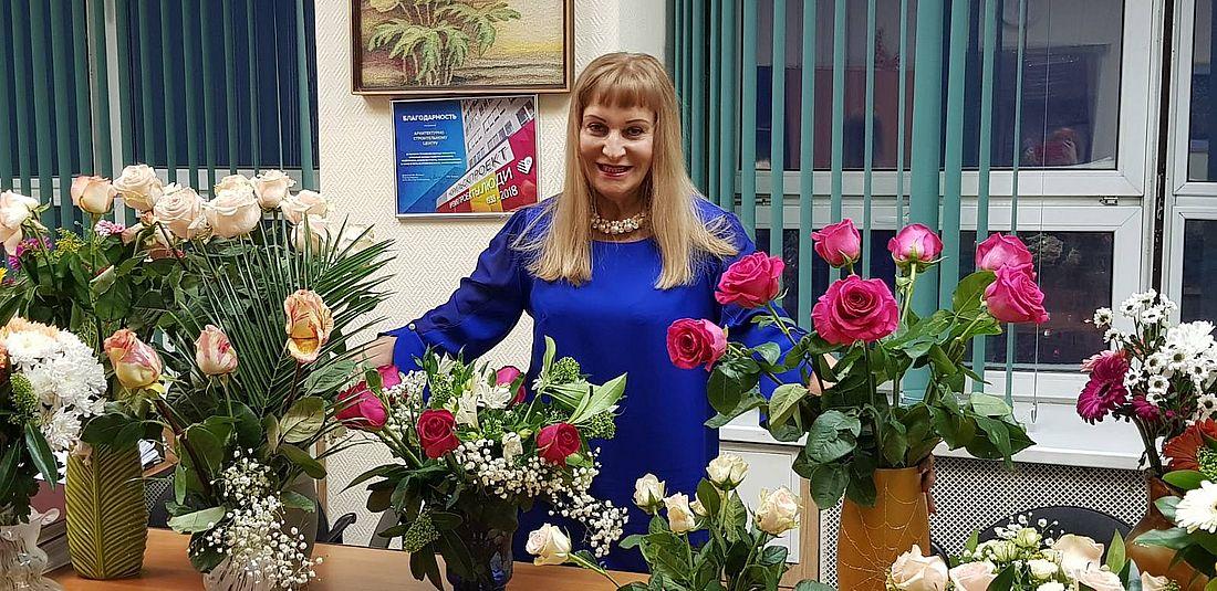 Цветы от коллег в день рождения