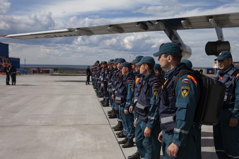Военнослужащие сибирского спасательного центра улетают домой
