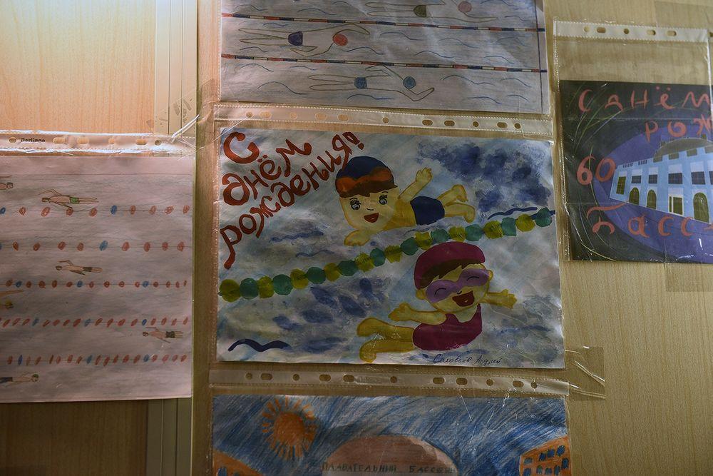 Детские рисунки разместили в фойе