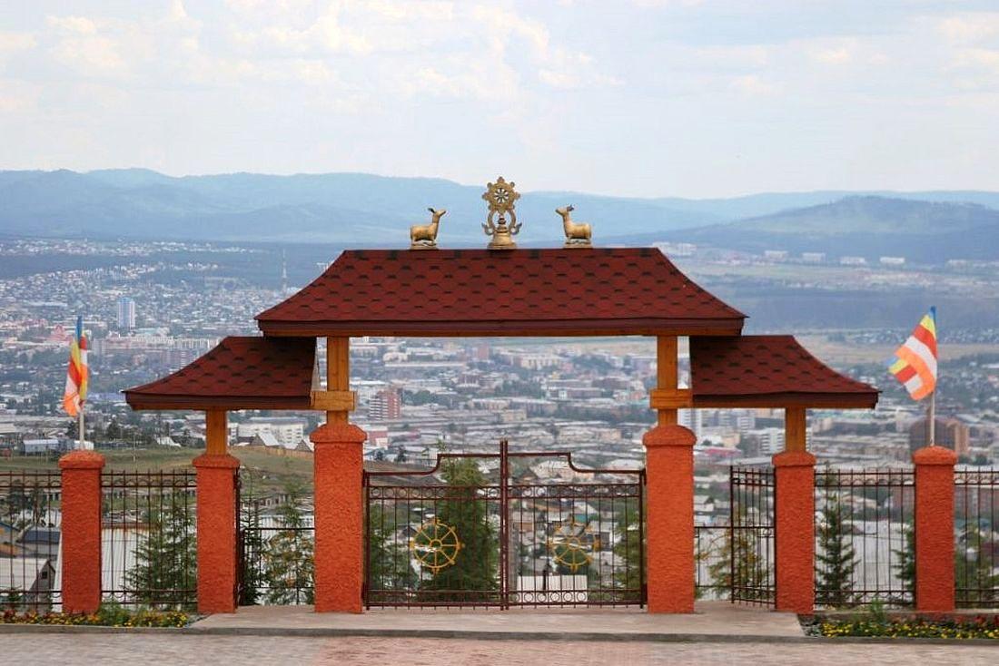 Ворота дацана на Лысой горе