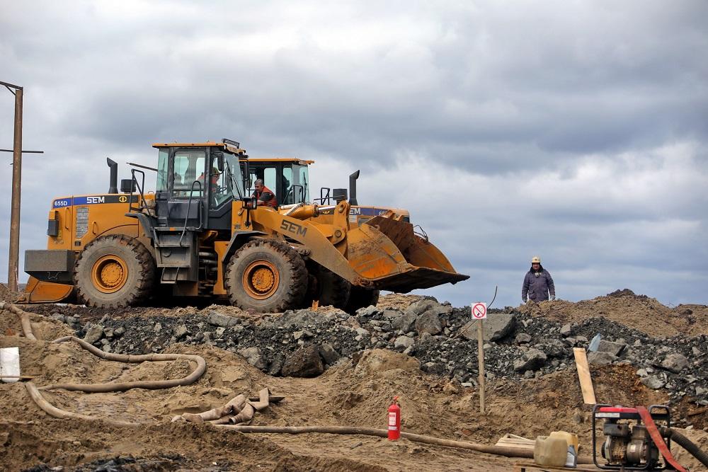 Спасатели собрали более 179 тысяч тонн загрязненного грунта