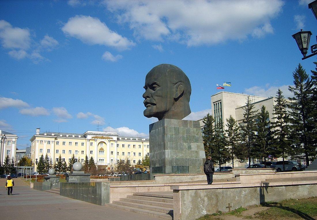 Гигантская голова Ленина – один из знаменитых памятников Улан-Удэ советской эпохи