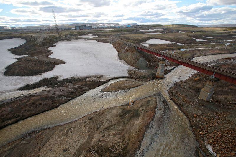 Нефтепродукты попали в почву и реку Далдыкан, которая находится неподалеку