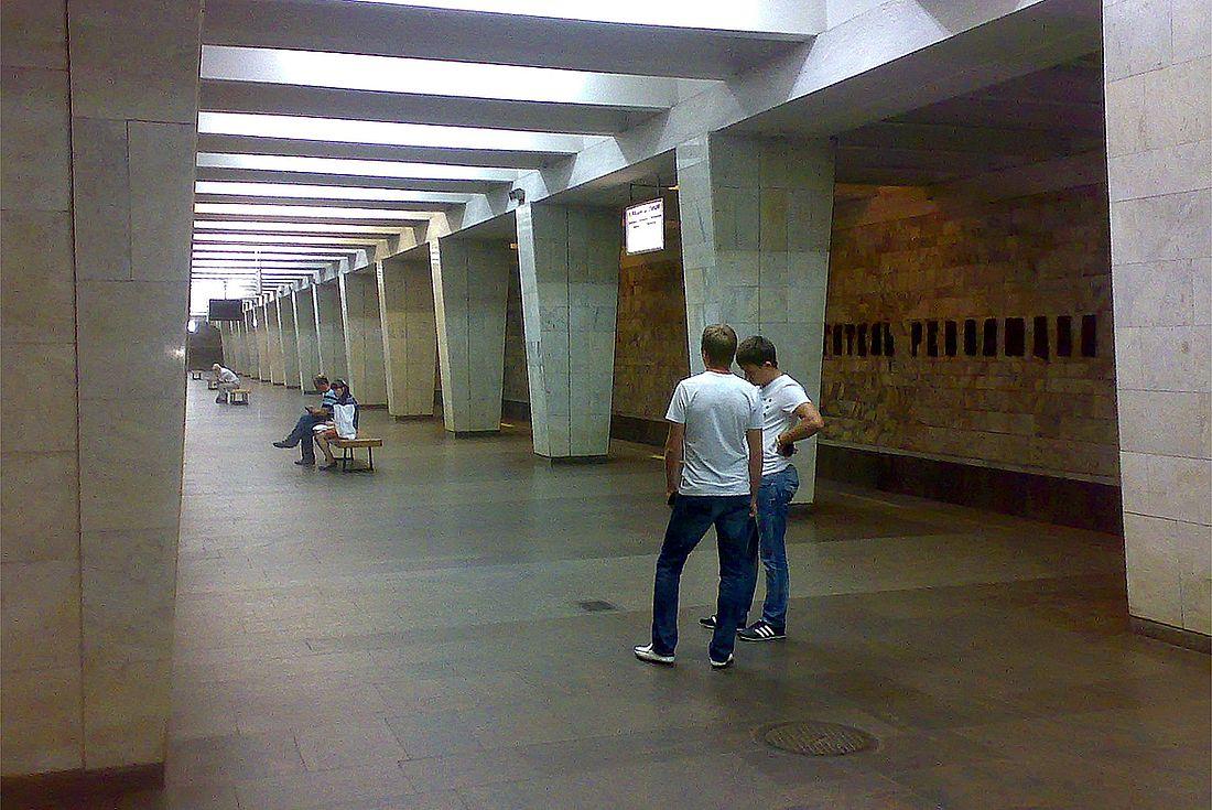 Станция метро «Двигатель Революции»