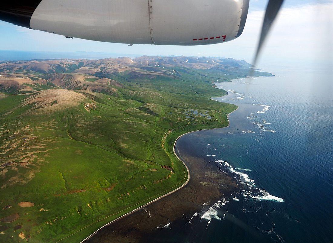 Остров Беринга. Расположен между Беринговым морем и Тихим океаном