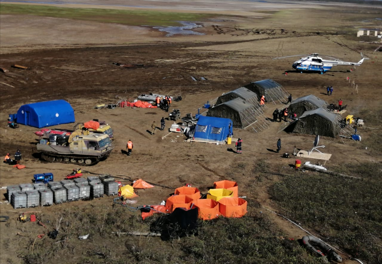 Ликвидация разлива топлива на реке Амбарной
