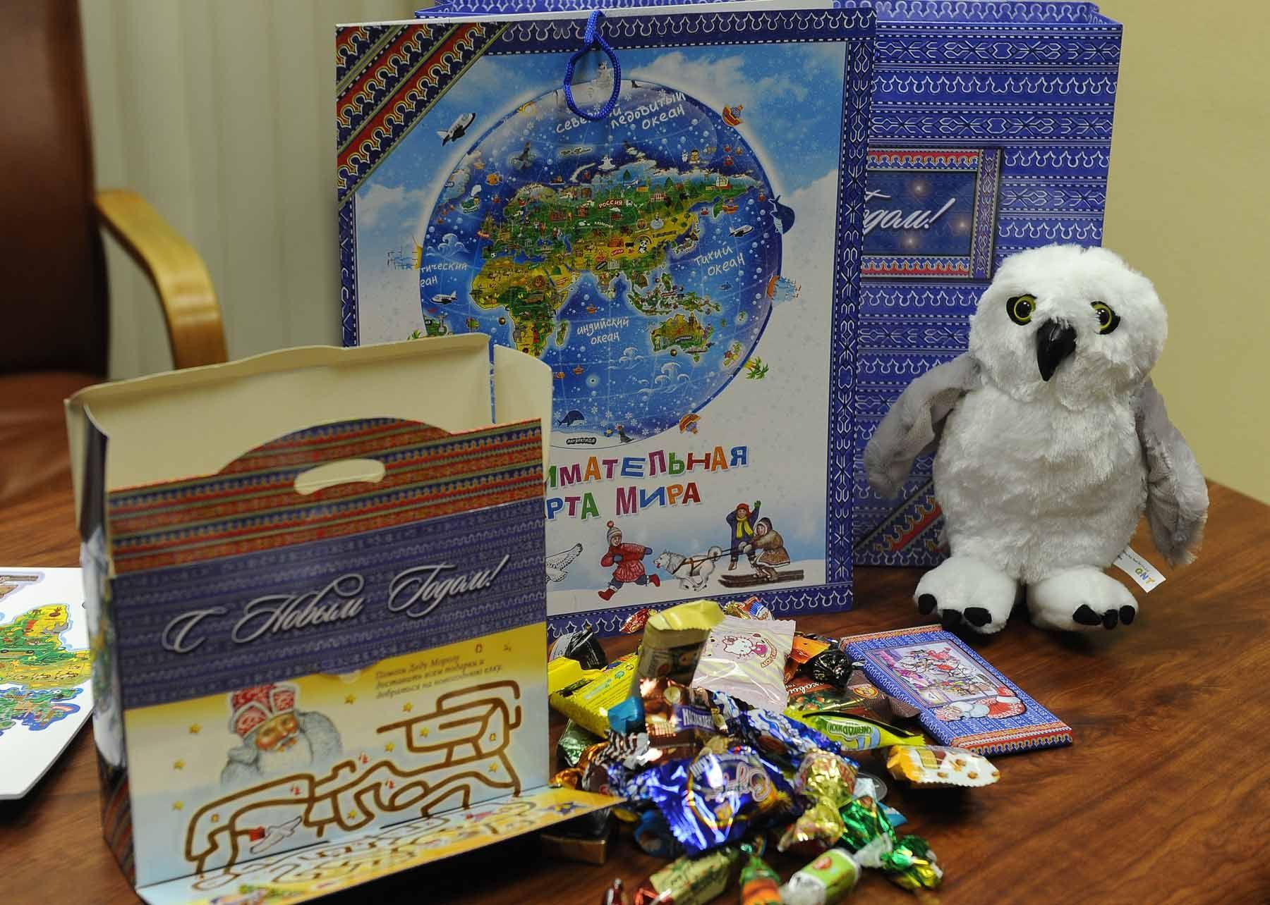 Подарки детям от организации 3