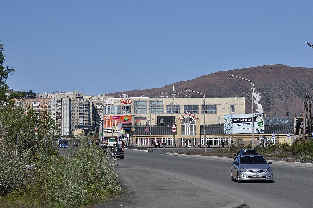 Более 800 автомобилистов оштрафовали за парковку у автобусной остановки в Талнахе