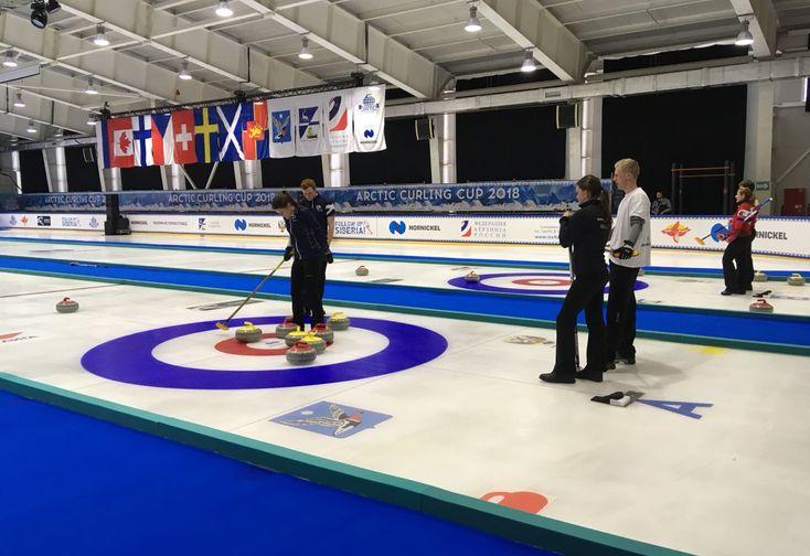 В Дудинке начался международный турнир по керлингу Arctic Curling Cup 2018