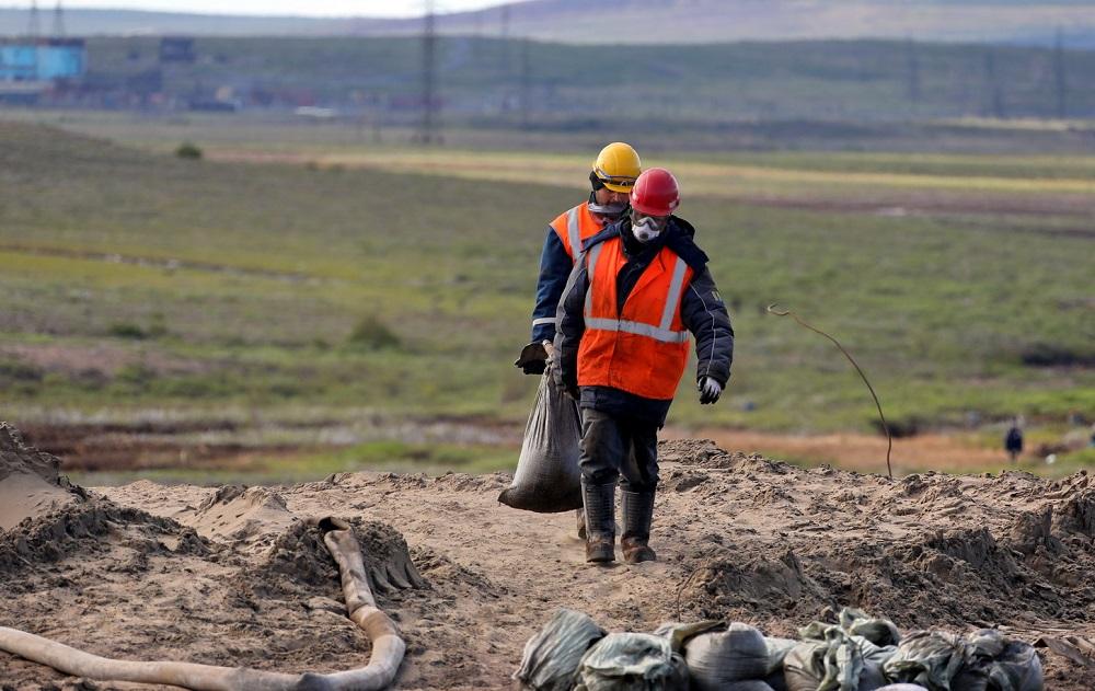 Спасатели продолжают ликвидировать последствия аварии