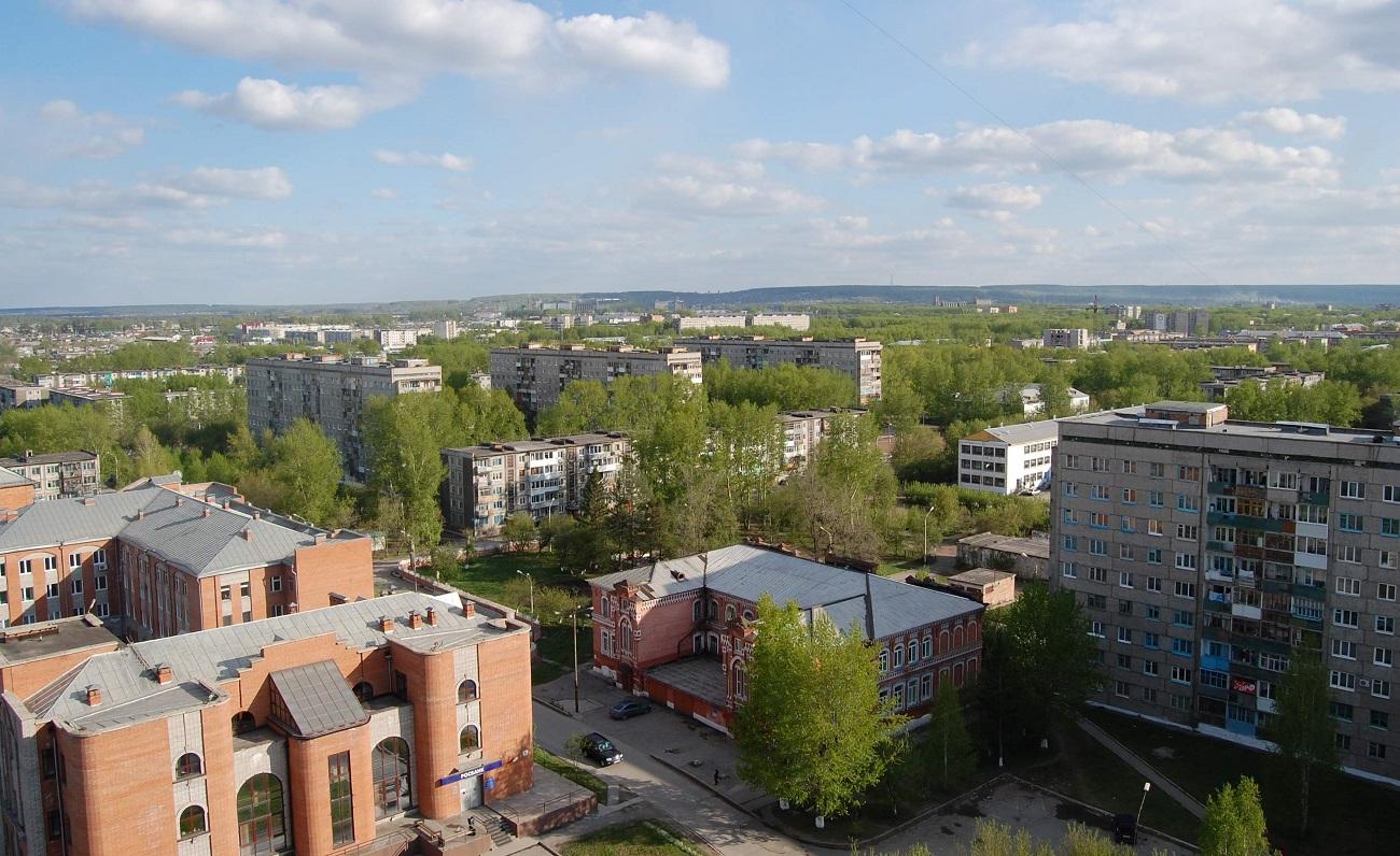 Жилые строения Ачинска – это пятиэтажки из блоков и кирпичные дома, обычно в три этажа.