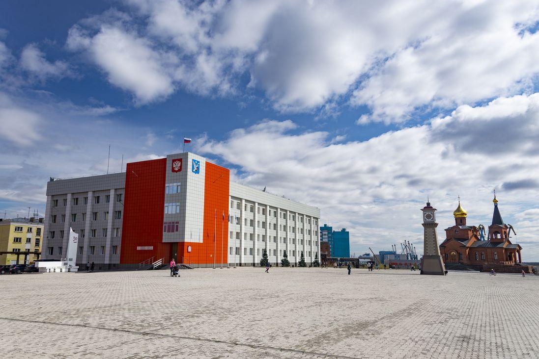 Площадь с часовой башенкой
