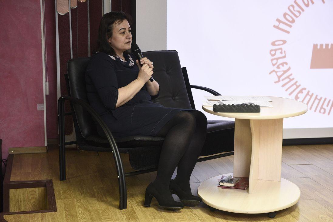 Олеся Рудь на лекции в Публичной библиотеке