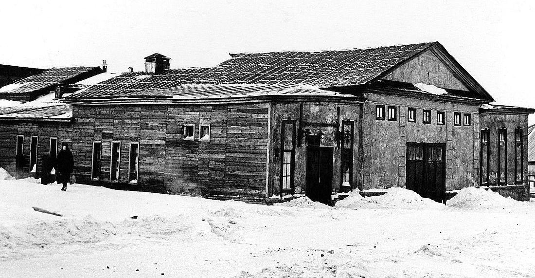 Деревянное здание театра на улице Горной