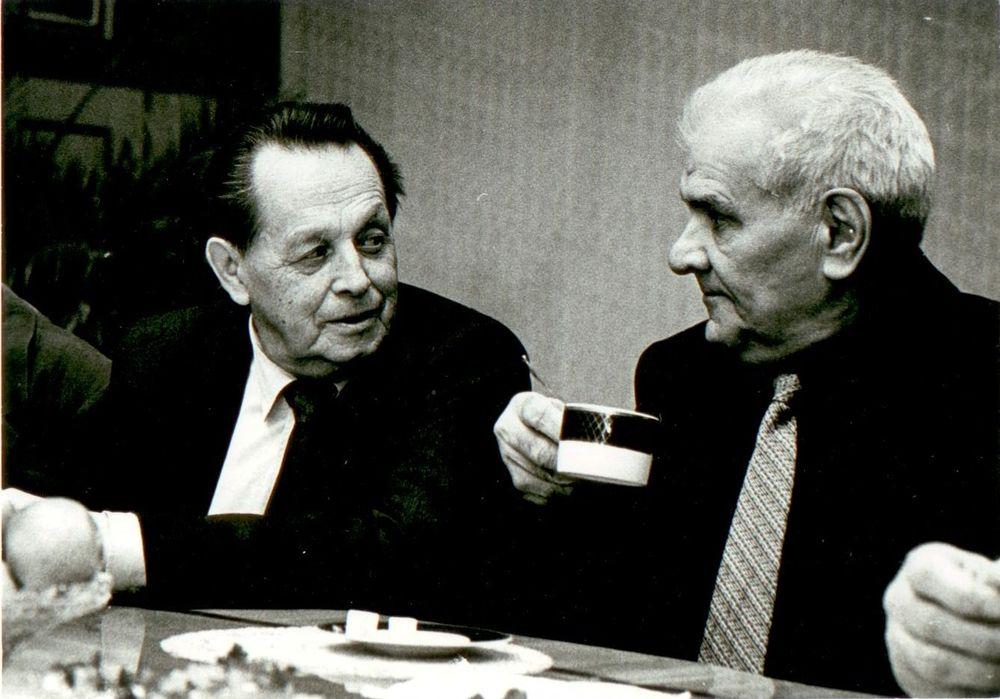 Колесников с Михаилом Никифоровым, бывшим директором медного завода. Декабрь 1999 года.