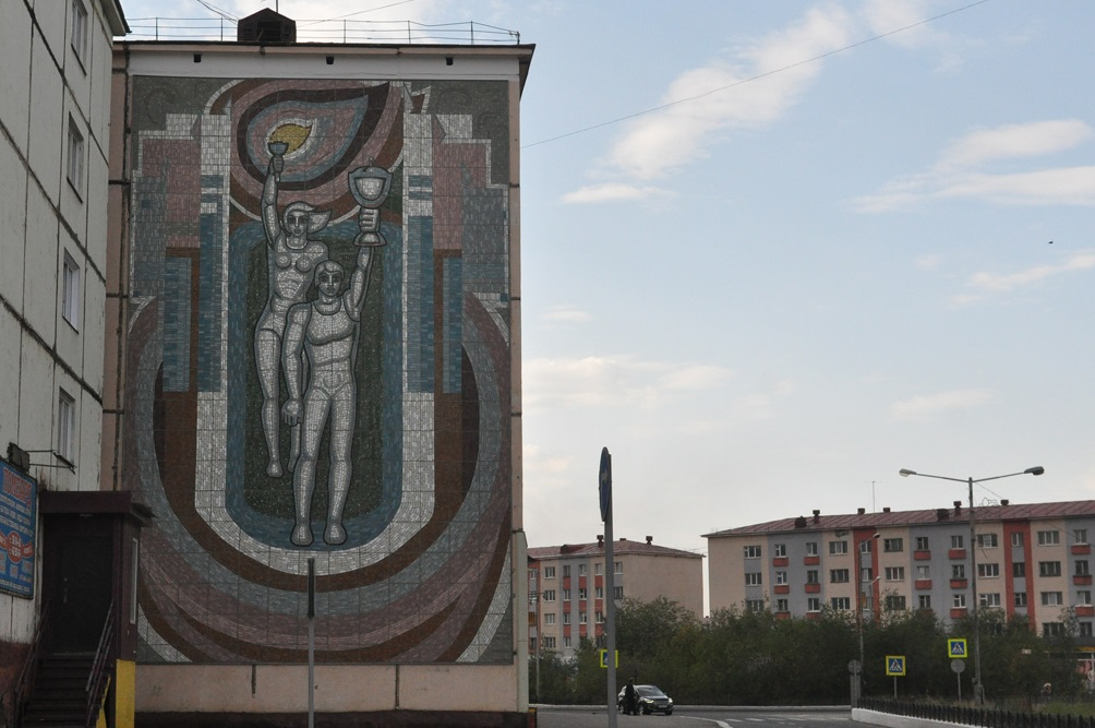 В Норильске восстановили еще одно мозаичное панно советского времени