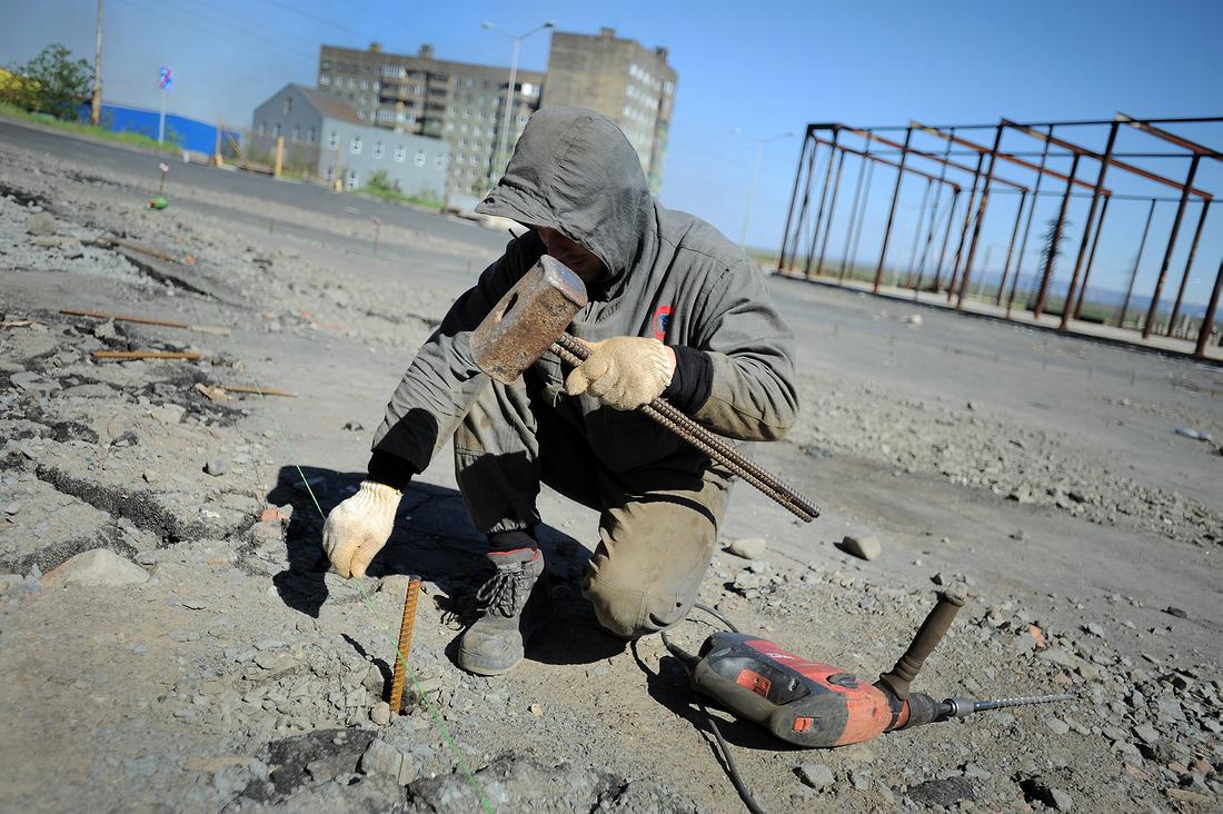 Начало благоустройства на пустыре в районе Михайличенко, 6, в Норильске, июнь 2020 года