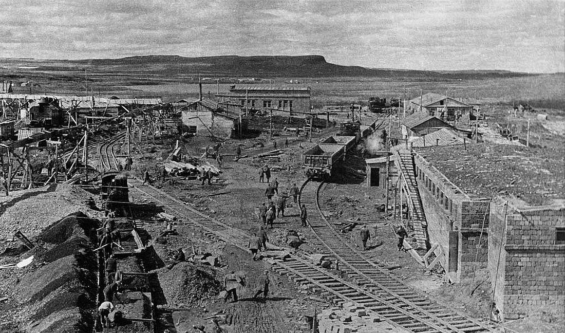 Строительство заключенными ТЭЦ в Норильске, июнь 1941 года