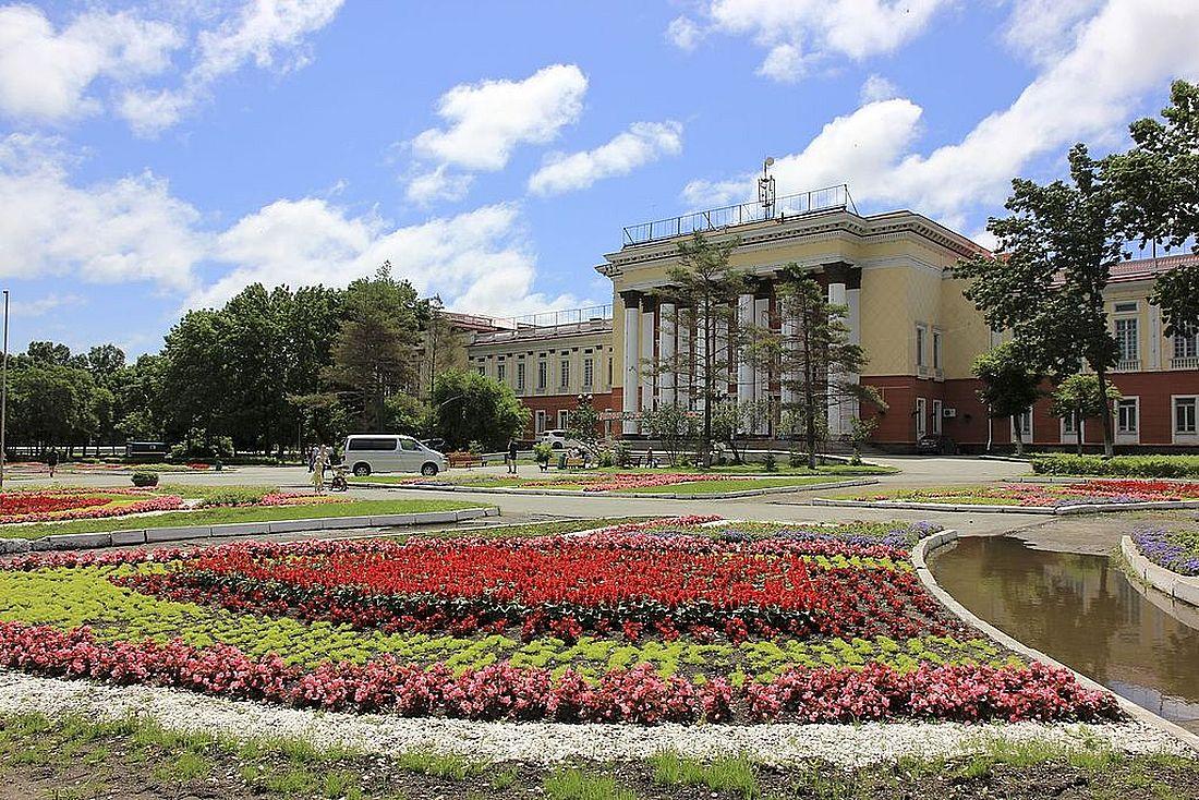 Дворец культуры на площади Ленина