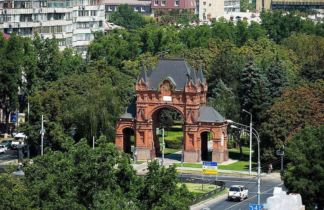 В 2008 году Триумфальную арку восстановили на новом месте