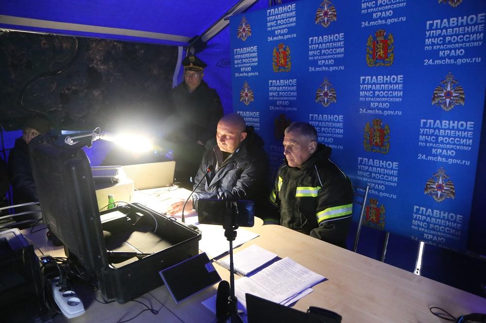 Вице-президент «Норникеля», директор ЗФ Николай Уткин и министр МЧС России Евгений Зиничев