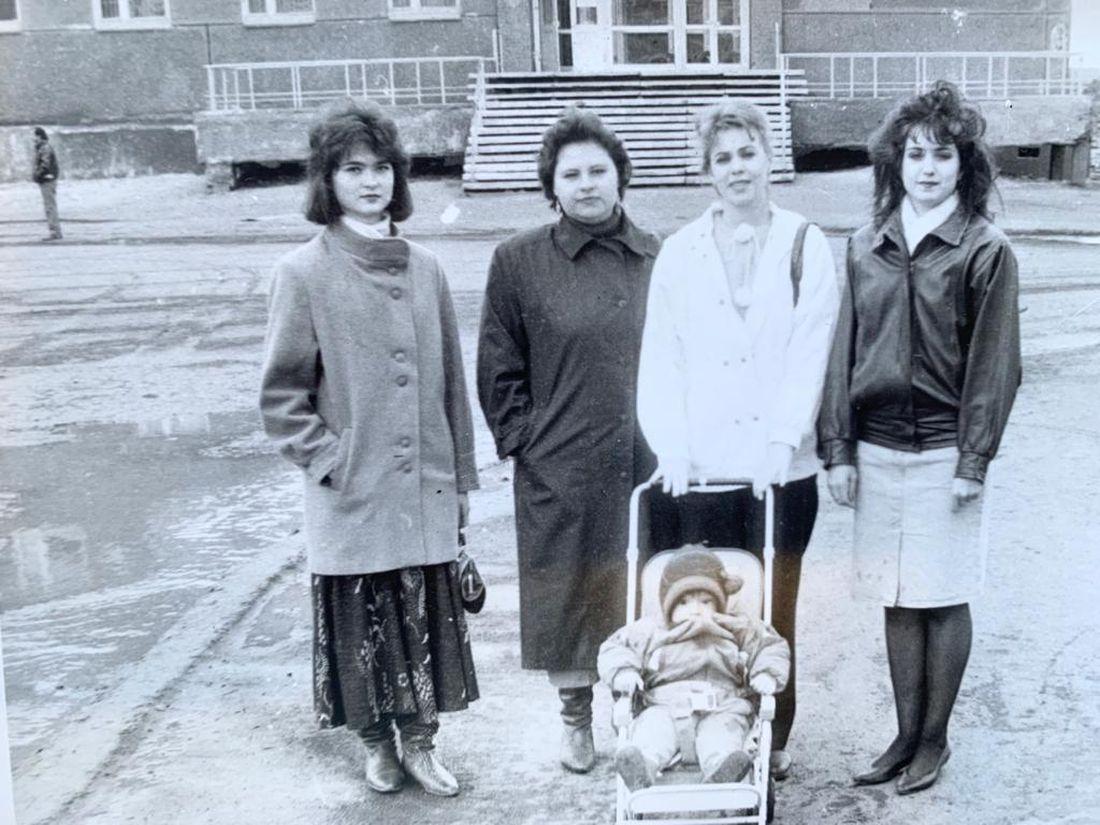 Студентки Норильского музыкального училища, Инна справа. 1993 год
