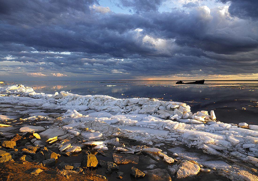 Побережье Обской губы. Обская губа – самый крупный залив Карского моря. Ее длина 800 километров, ширина от 30 до 80 километров, глубина до 25 метров