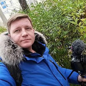 Видеооператор телекомпании «Северный город» Артем Смирнов тоже левша