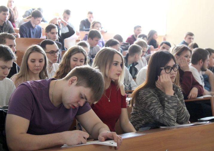 """Специалисты """"Норникеля"""" рассказали студентам-горнякам о компании"""