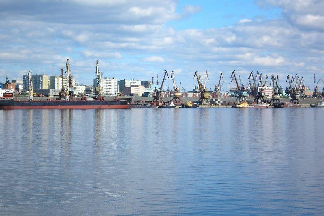 Вид на Дудинский морской порт