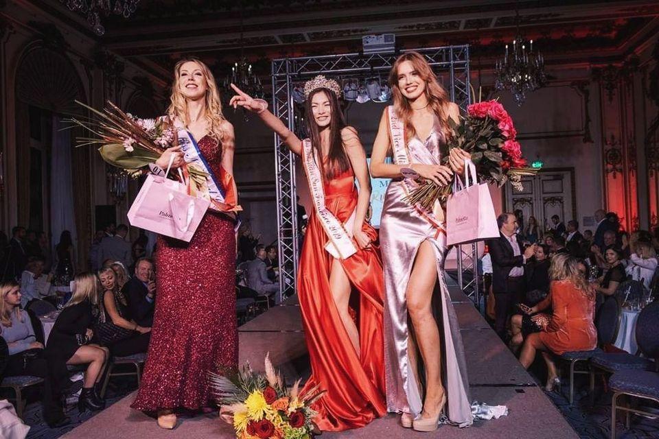 Дочь Леры Елена (в центре) на конкурсе Miss Russian San Francisco, ноябрь 2019 года