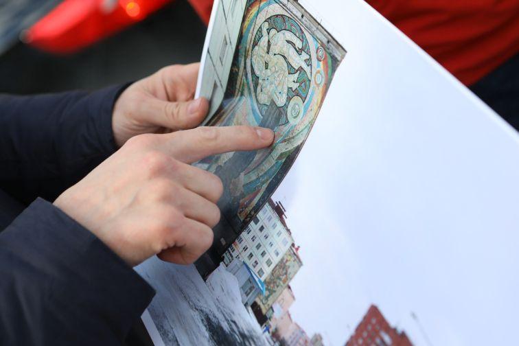 """В Норильске представили обновленное мозаичное панно """"Космонавты"""""""