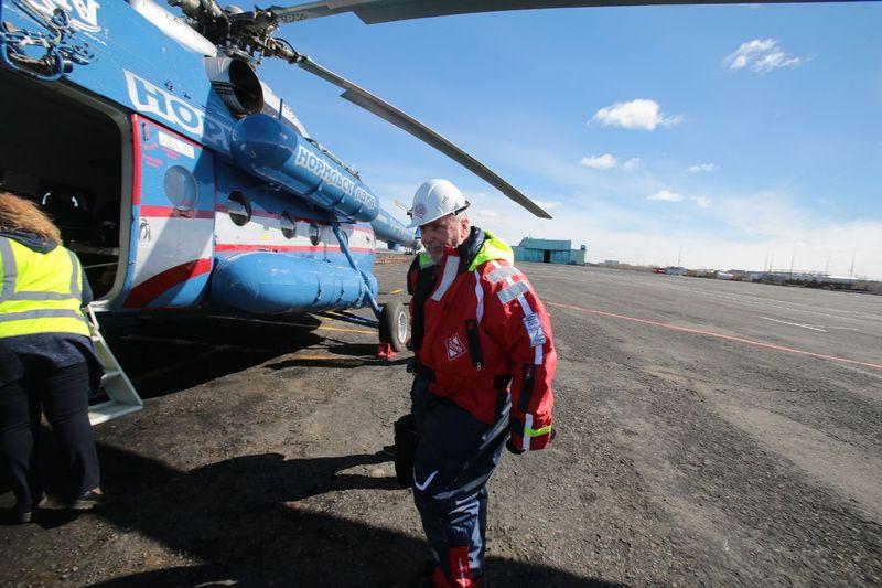Спасатели, прибывшие по приглашению «Норникеля», помогают ликвидировать разлив нефтепродуктов