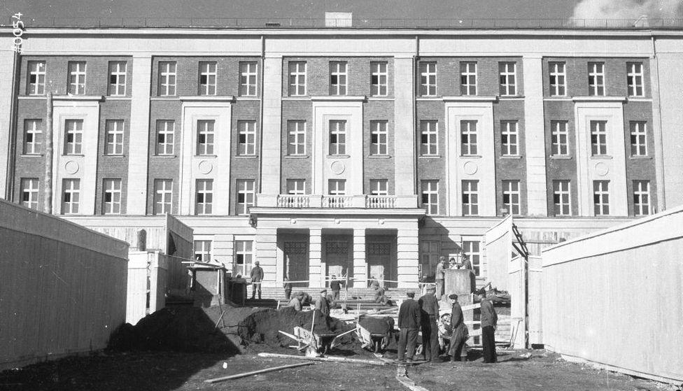 Строительство нового здания первой школы