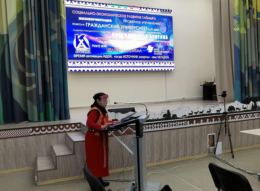 Выступление Анфисы Никифоровой на встрече в колледже