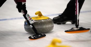 Репортер выходит на лед, или Как я училась играть в керлинг